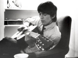 La guitare de George Harrison vendu 347000 £